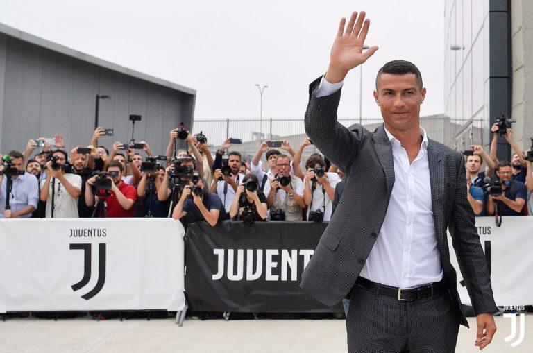 FOTO VIDEO   Cristiano Ronaldo a fost primit cu entuziasm la Torino