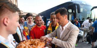 FOTO+VIDEO   Tricolorii au ajuns la Forli! Italienii i-au întâmpinat românește, cu pâine și sare!