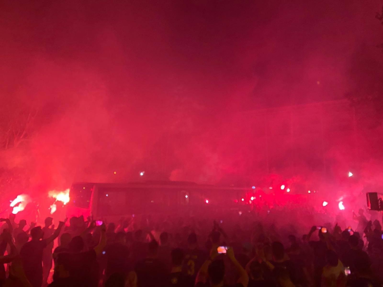 VIDEO | Sărbătoare în Ghencea după promovarea Stelei! Suporterii roș-albaștrilor au făcut spectacol