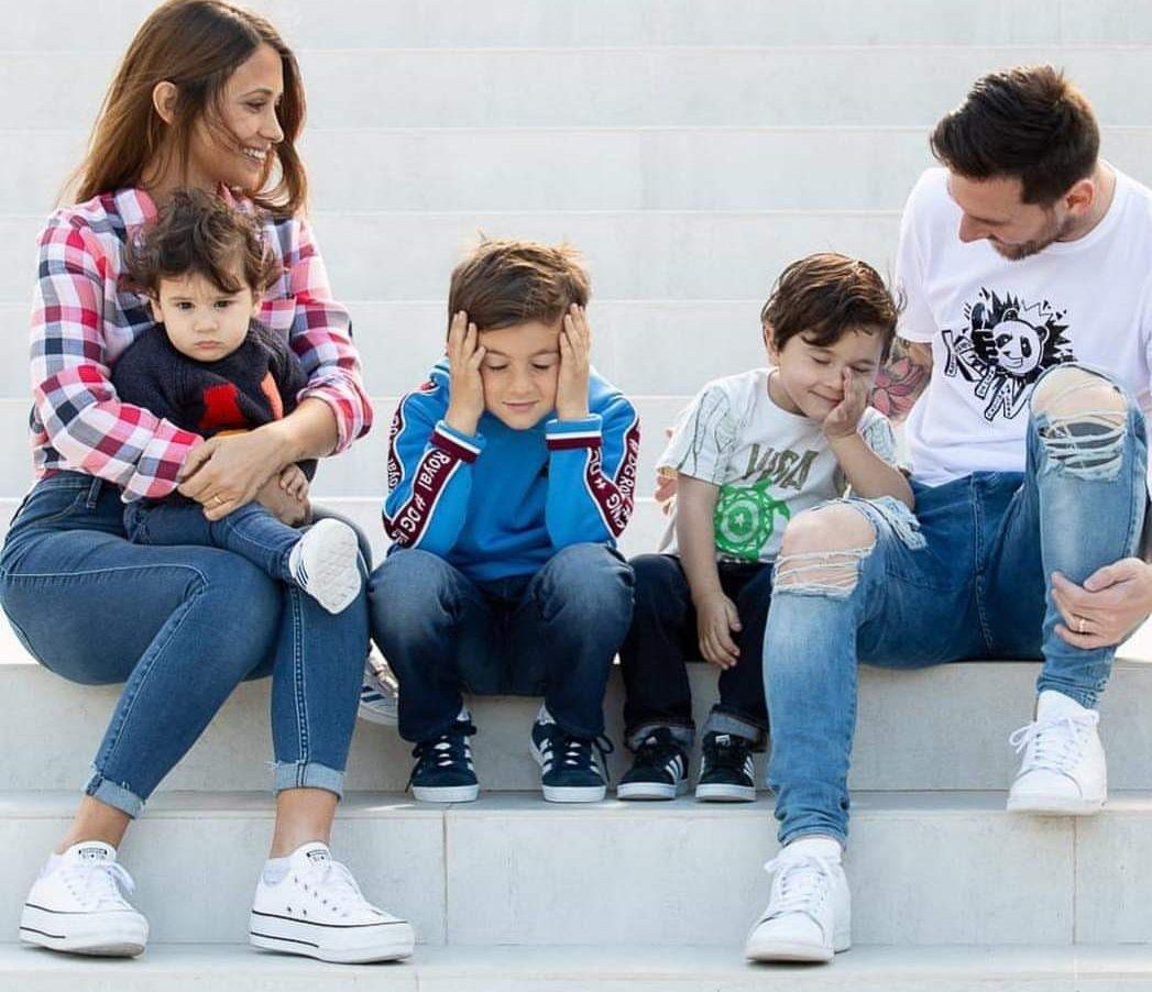 messi and family e1614439190708