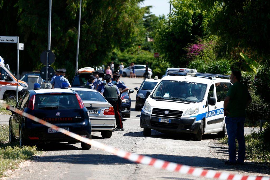 Sparatoria in strada ad Ardea, uccisi un anziano e due fratellini