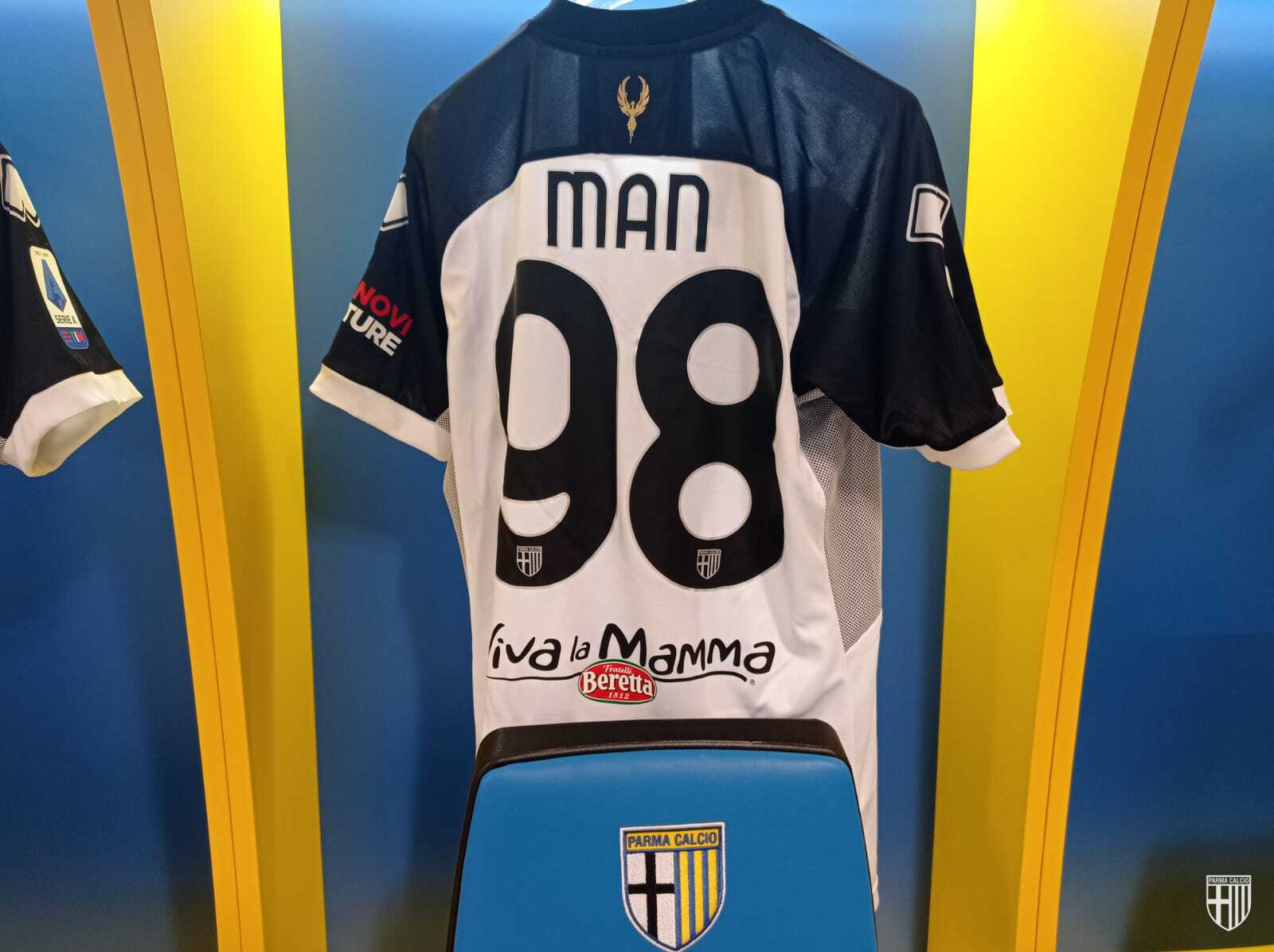 Dennis Man tricoul, sursa foto-Parma/Facebook