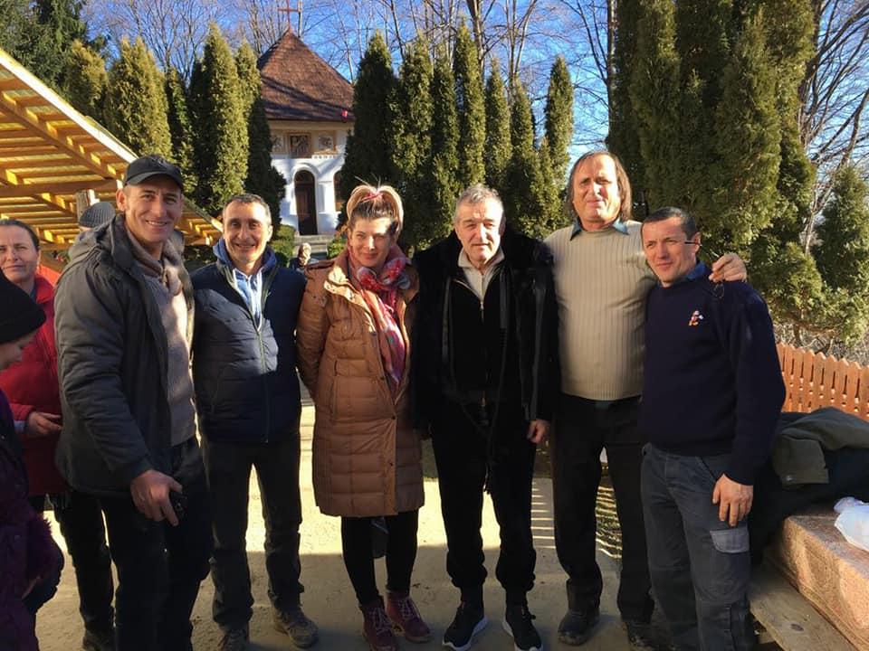 Gigi Becali, în vizită la mânăstire