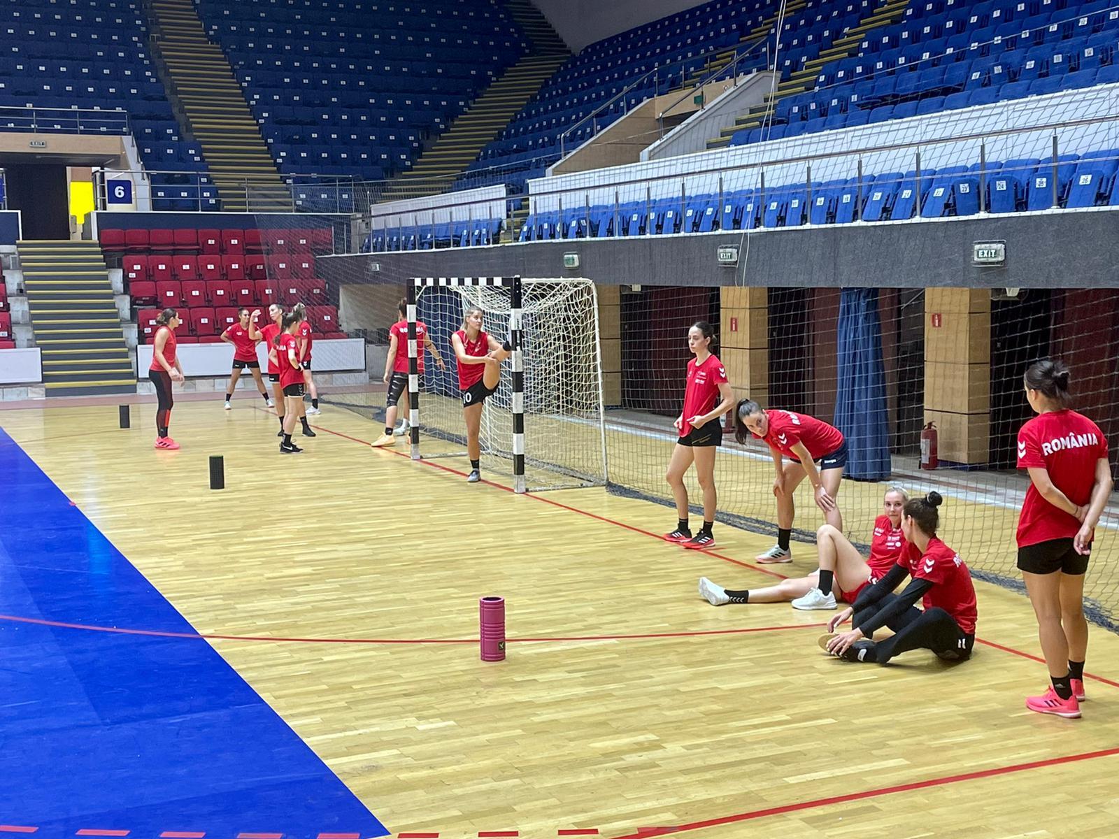 Antrenament al lotului național de handbal feminin